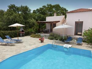 Πισίνα στο ή κοντά στο Luxury Villa in Prines Crete with Swimming Pool