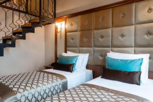 A bed or beds in a room at Hotel The Pera Hill
