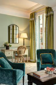 A seating area at Rocco Forte Hotel De La Ville