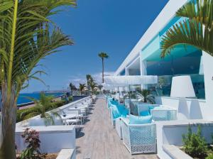 A restaurant or other place to eat at Hotel Riu Palace Meloneras