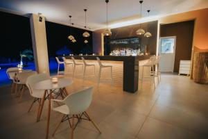 O lounge ou bar de Modern Townhouse exclusive gated community