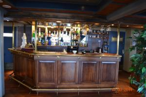 The lounge or bar area at Mehamn Arctic Hotel