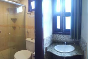 Um banheiro em Vitória Praia Hotel