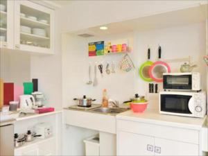 A kitchen or kitchenette at Khaosan Tokyo Laboratory