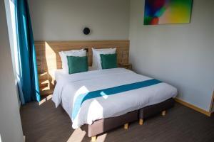 Ein Bett oder Betten in einem Zimmer der Unterkunft Hotel Vauban