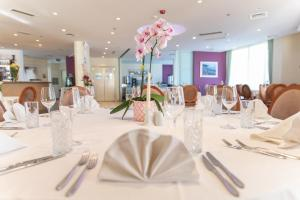 A restaurant or other place to eat at Hotel Fanat