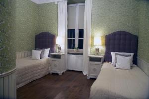 Łóżko lub łóżka w pokoju w obiekcie Dwór Kaliszki