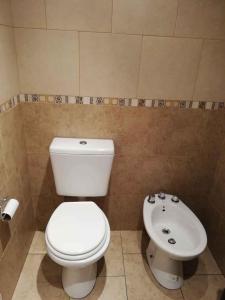 A bathroom at Moron - estación - universidad