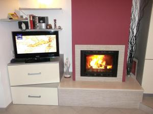 A television and/or entertainment centre at Guesthouse Franica