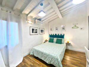 A bed or beds in a room at Santo Spirito Suite