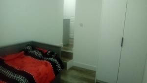 A bed or beds in a room at Lovely 1-Bed Apartment in London
