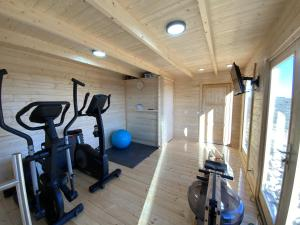 The fitness center and/or fitness facilities at Agrovillaujue apartamentos rurales