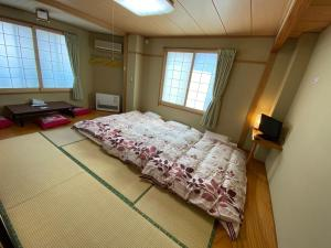 A bed or beds in a room at Nozawa Dream Central