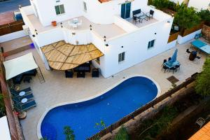 A view of the pool at Sun and view Casa or nearby