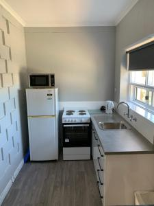 A kitchen or kitchenette at Hello Adelaide Motel and Apartments
