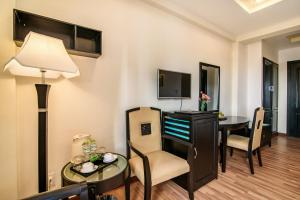 A television and/or entertainment center at Rosaleen Boutique Hotel