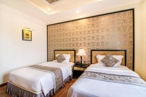A bed or beds in a room at Rosaleen Boutique Hotel