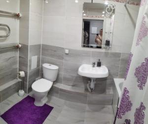 A bathroom at Aliance smazchikov-Malevich