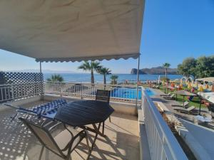 A balcony or terrace at Coral Beach Hotel