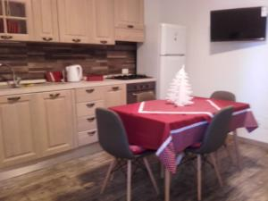 A kitchen or kitchenette at House with one bedroom in Vittoria with WiFi