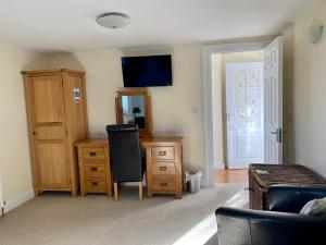 A television and/or entertainment center at Fourwinds B&B