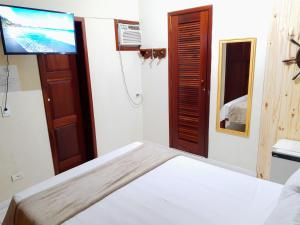 A bed or beds in a room at Pousada Brisa do Leste