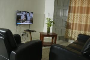 A seating area at FIJI HOME Apartment Hotel