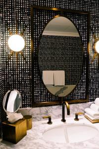 A bathroom at Hotel Californian