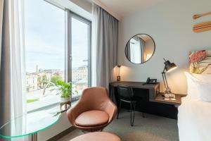 A seating area at Vienna House Andel's Cracow