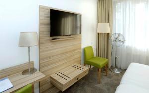 Een TV en/of entertainmentcenter bij Churchill hotel Terneuzen