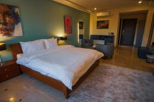 A bed or beds in a room at Roomy Signature