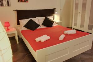 A bed or beds in a room at Garibaldi