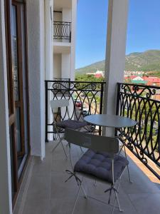 A balcony or terrace at Апартаменты в современном стиле в ЖК Изумрудный город