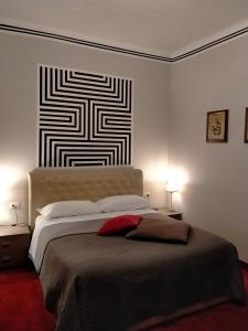 A bed or beds in a room at Hotel Alpi Resort