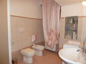 A bathroom at B&B La Locanda di Cecco