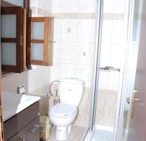 A bathroom at Hotel Dryades