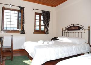 A bed or beds in a room at Hotel Dryades