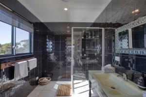 A bathroom at NOR'EAST Beaumaris