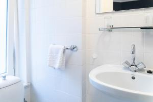 Een badkamer bij Huis Ter Geul