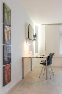 A kitchen or kitchenette at bedpark Stellingen