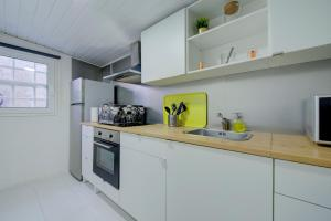 A kitchen or kitchenette at Posh Residences