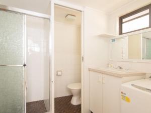 A bathroom at Villa Manyana 16