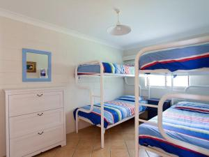 A bunk bed or bunk beds in a room at Villa Manyana Unit 24