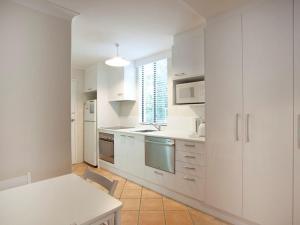 A kitchen or kitchenette at Villa Manyana Unit 24