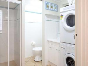 A bathroom at Villa Manyana Unit 24