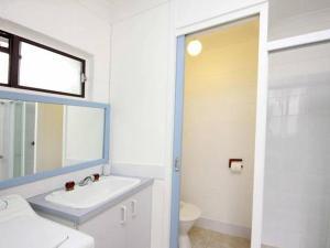 A bathroom at Villa Manyana Unit 25
