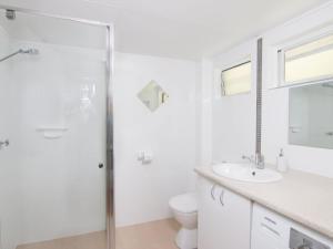 A bathroom at Villa Manyana Unit 28