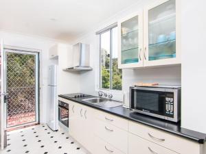 A kitchen or kitchenette at Villa Manyana Unit 30