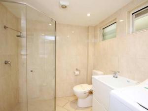 A bathroom at Surfsea - Villa Manyana 32