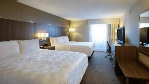 A bed or beds in a room at Holiday Inn Nashville Vanderbilt, an IHG hotel